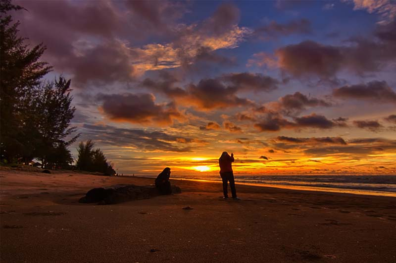Cảnh hoàng hôn diệu kỳ trên biển Tutong