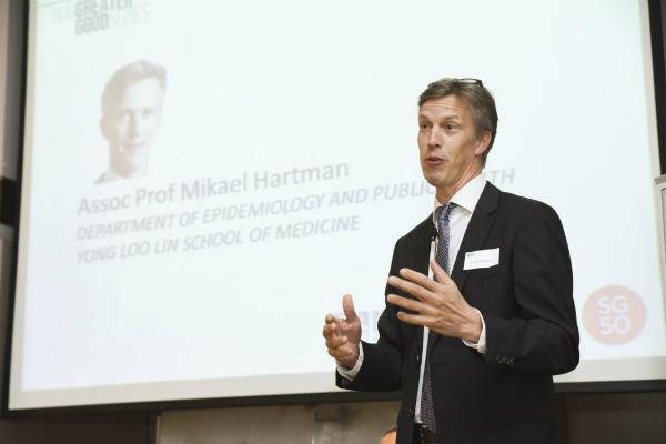 Giáo sư, bác sĩ Mikael Hartman.