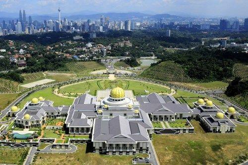 Cung điện gần 1.800 phòng của gia đình vua Hassanal Bolkiah nhìn từ trên cao.
