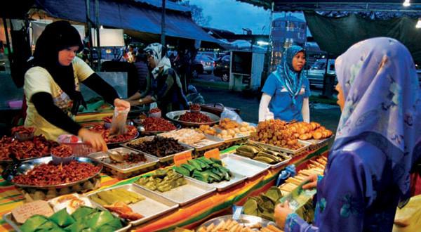 Chợ đêm Brunei luôn tấp nập người mua
