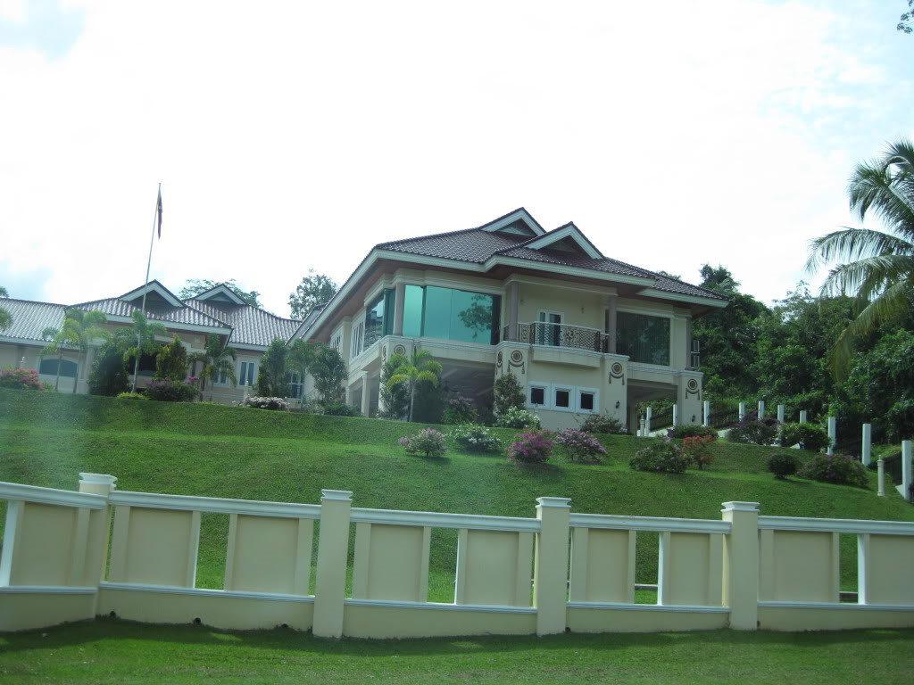 Những ngôi nhà ở Brunei đều được Nhà nước cung cấp cho người dân