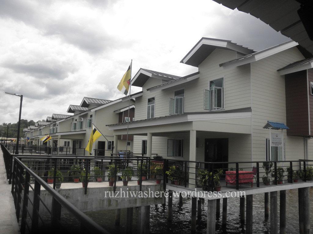 Những ngôi nhà tuyệt đẹp mặc dù được người dân Brunei xây dựng trên sông