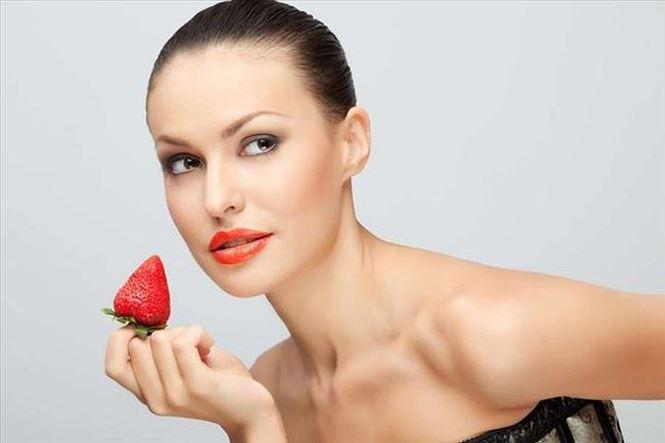 Phụ nữ ăn dâu tây có lợi cho sắc đẹp