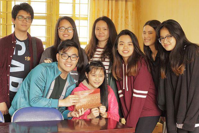 Thuận đã bán các túi trà để giúp các em nhỏ ở Bản Liền, Lào Cai.