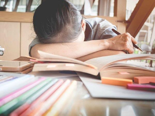 Mệt mỏi vì những bài thi