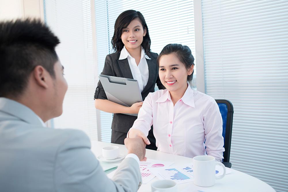 tác phong nghiêm túc trong buổi phỏng vấn xin visa du học