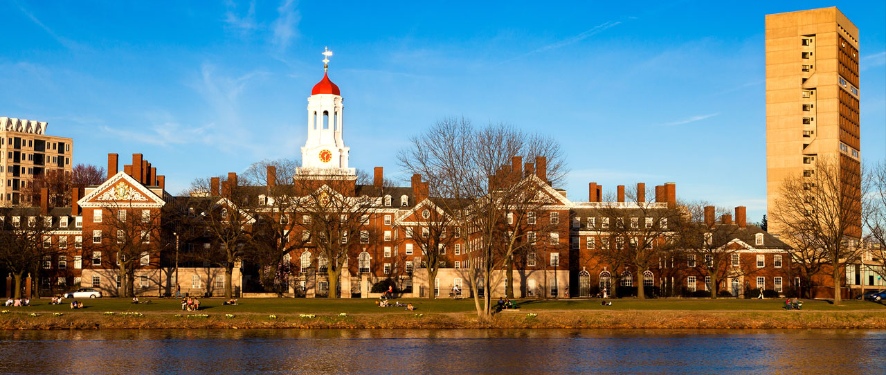 Harvard College in Massachusetts nhìn từ xa