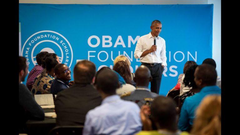 Obama tại một buổi gặp mặt với sinh viên Đại học Chicago