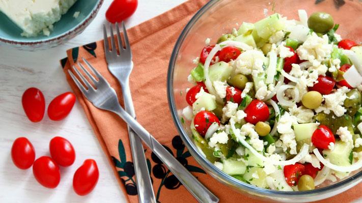 Salad Shopska- một món ăn đặc trưng của Bulgaria