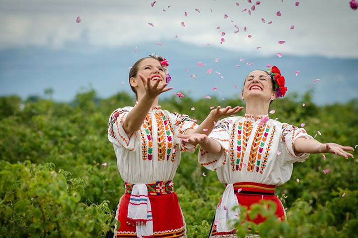 Thiếu nữ Bulgaria trong một lễ hội mùa xuân