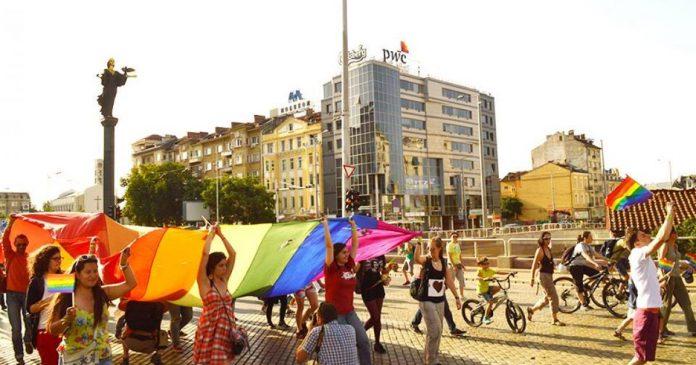 Đất nước hoa hồng Bulgaria là một trong những điểm đến ưa thích mà nhiều người dân định cư châu Âu lựa chọn.