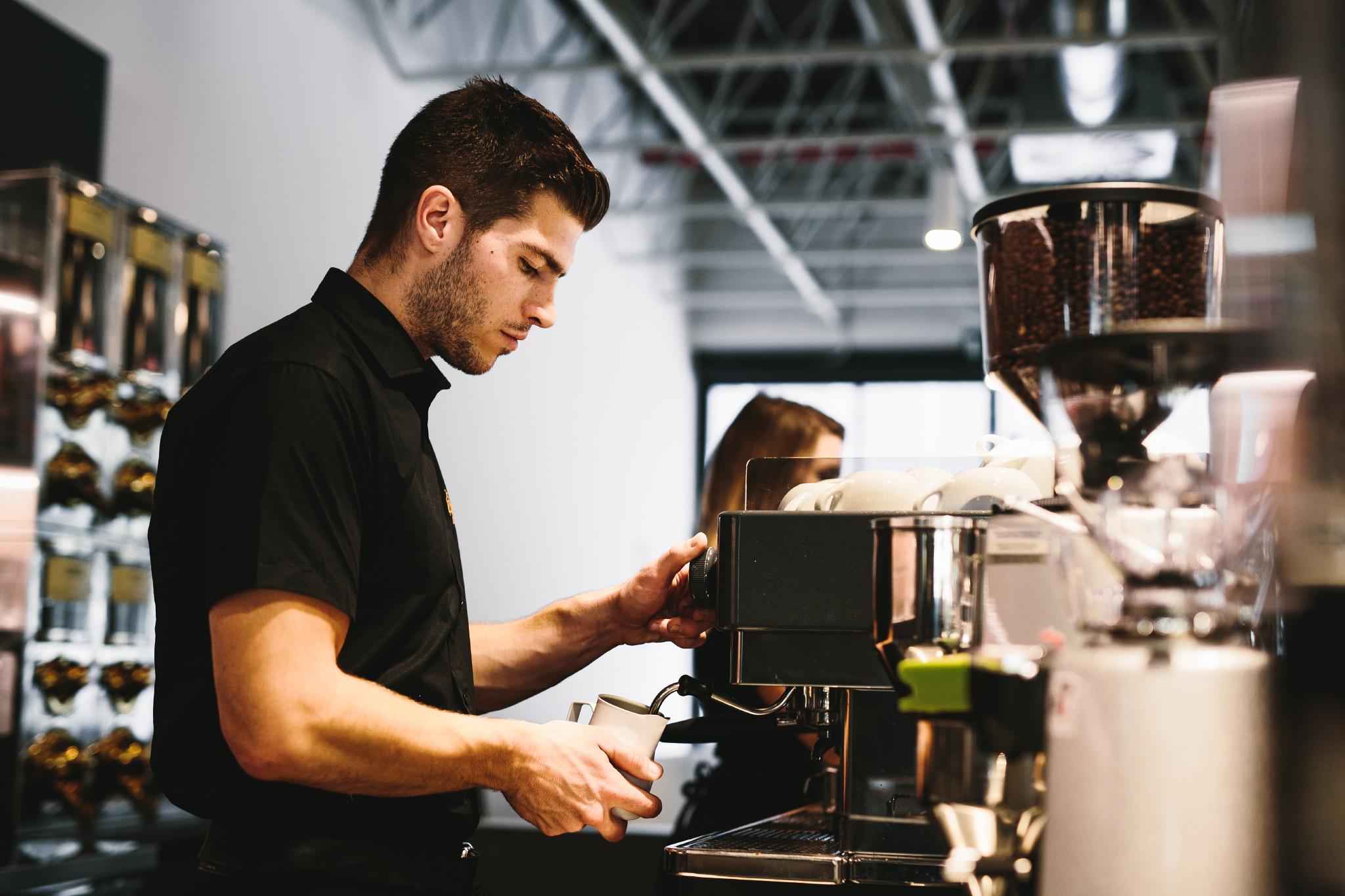 Nhiều người bắt đầu tìm kiếm việc làm trước khi rời quê hương, điều này luôn là một ý tưởng hay. Bồ Đào Nha cũng đang thiếu nhân công ở nhiều lĩnh vực.