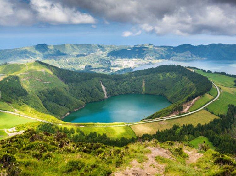 Hồ Sete Cidades ở Azores, Bồ Đào Nha. Ảnh: GettyImages