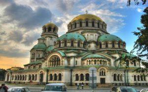 Bạn có thể sinh sống định cư châu Âu bao lâu tùy ý và không cần thường xuyên phải có mặt ở Bulgaria để duy trì thẻ định cư của mình.