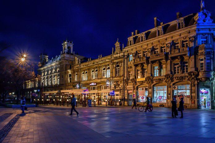 Hiện có khoảng 1.200 người Việt đang sinh sống tại Bulgaria, trong đó khoảng 80% vốn là những công nhân xuất khẩu lao động hết hạn hợp đồng giai đoạn 1980-1990, vì có điều kiện thuận lợi trong công việc và nuôi dưỡng con cái nên đã xin định cư Châu Âu.