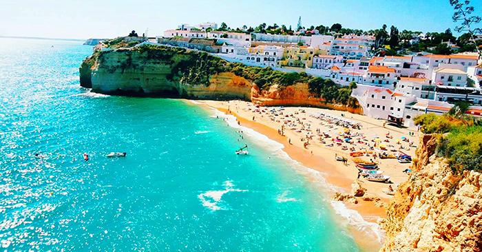 Nhờ được thiên nhiên ưu đãi nên đất nước Bồ Đào Nha có khí hậu ôn hòa, ấp áp, cảnh sắc yên bình và tươi đẹp