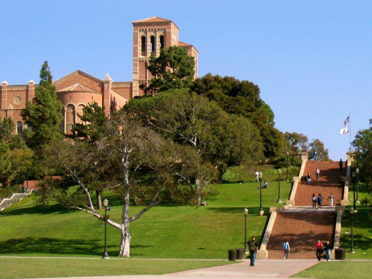 Đại học California ấp áp phía bờ Tây