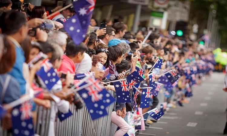 Người dân trong buổi diễu hành