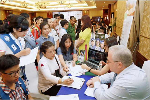 Bạn sẽ kiếm được nhiều thông tin bổ ích về học bổng du học Mỹ toàn phần tại buổi triễn lãm