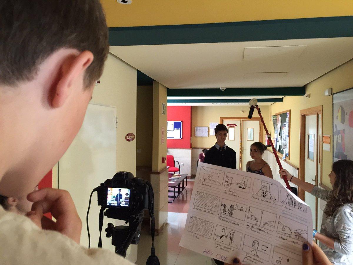 Các em học sinh sẽ được tìm hiểu và sử dụng các thiết bị quay phim trong quá trình học
