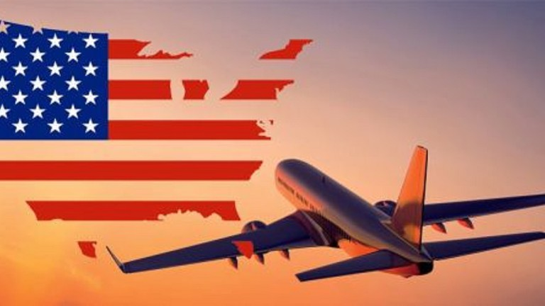 Máy bay và quốc kỳ Mỹ