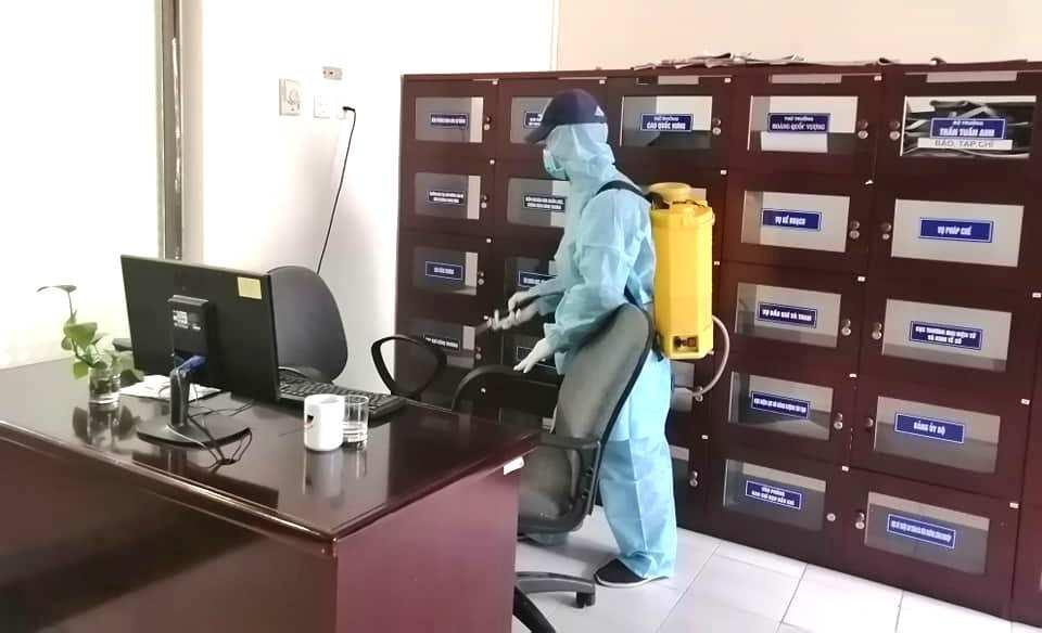 Vệ sinh phòng làm việc